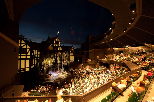 OSF's outdoor stage. Photo: http://portlandtheatrescene.com/2015/03/24/oregon-shakespeare-festival-announces-2016-season/